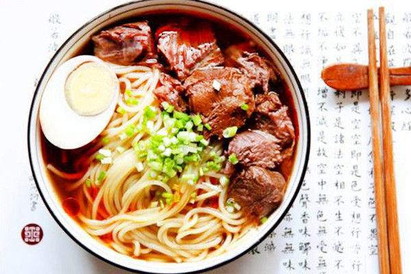 上海久焖提督牛肉面馆