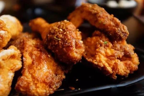 efc韩国炸鸡跟三个先森哪个好吃