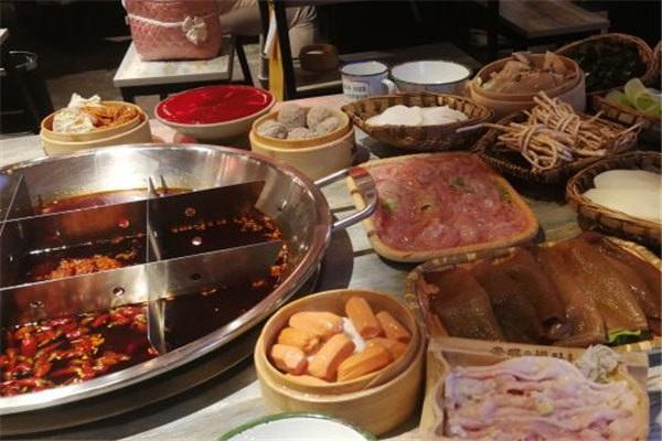小背篓火锅店加盟多少钱